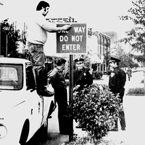 Installation one-way sign 1977