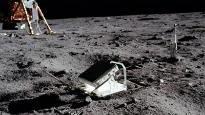 Reflectors installed on the moon's surface