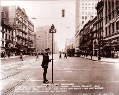 Potts' Detroit traffic light